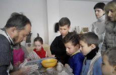18 грудня 2016 року майстер-клас. Виготовлення чашки з символікою 2017 року на гончарному крузі