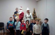 Дід Мороз та Снігуронька поздоровили малечу з наступаючим Новим роком